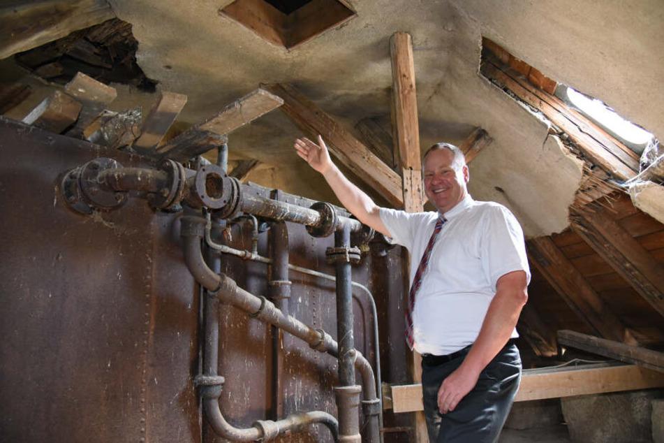 Dieser Turm muss saniert werden: Fördervereinsvorsitzender Thomas Lehniger freut sich schon auf das Projekt.