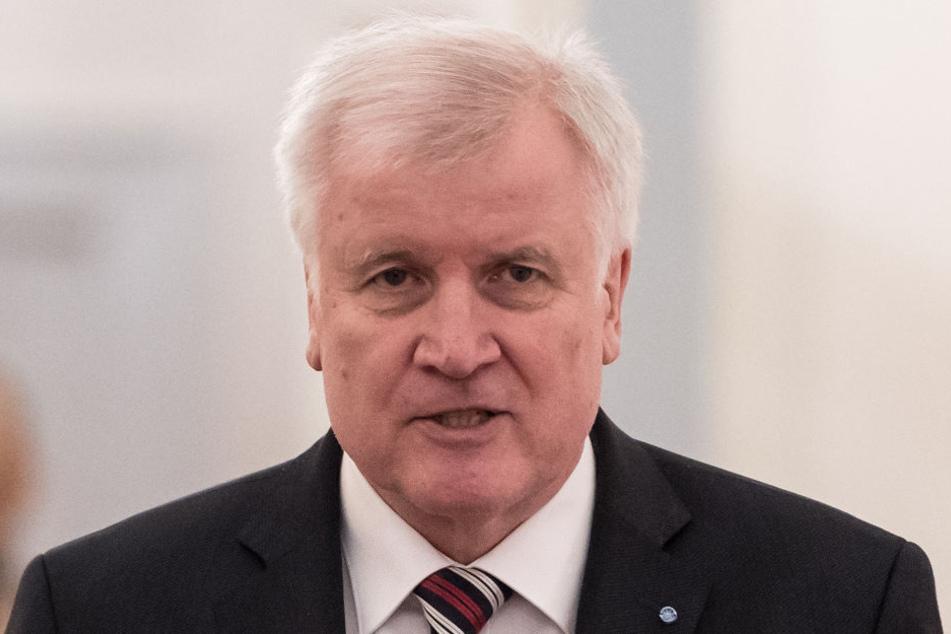 Host Seehofer (68) ist der Meinung, dass der Islam nicht zu Deutschland gehöre.