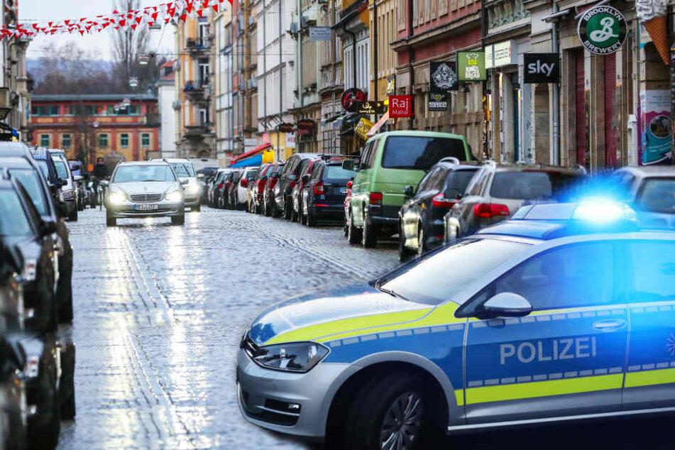 Dresden: Wegen 5 Euro! Jugendlicher (17) in der Neustadt ausgeraubt