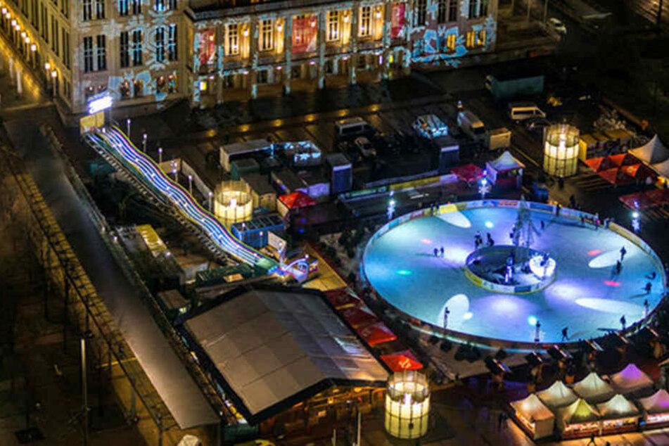 Der Leipziger Eistraum von oben. Den Mittelpunkt bildet eine im Durchmesser  35 Meter große Eislaufbahn.