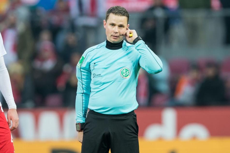 Schiedsrichter der Partie ist Dr. Robert Kampka. Unter ihm verloren die Roten Bullen noch kein Erst- oder Zweitligaspiel.