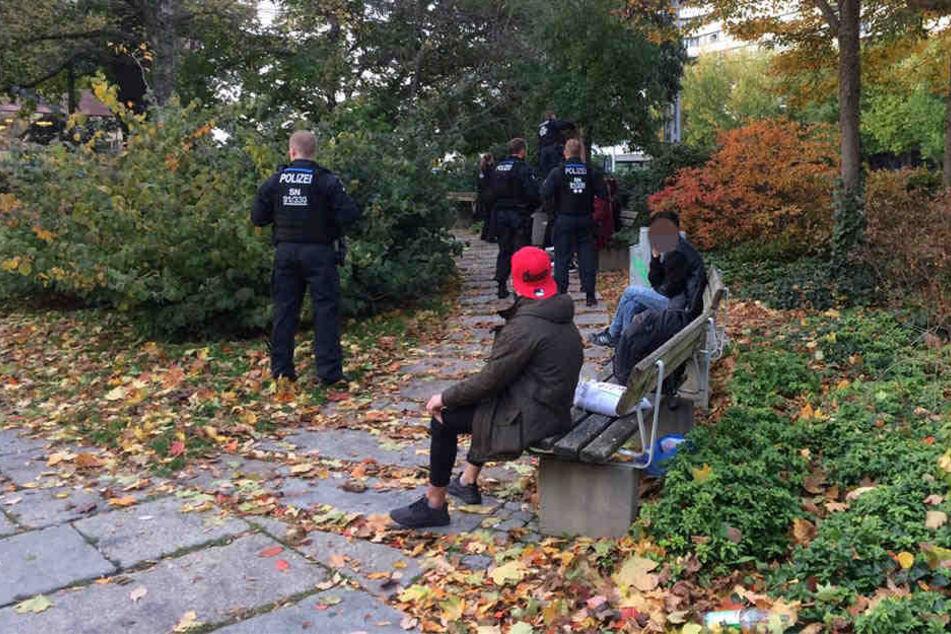 Die Polizei kontrollierte auch im Stadthallenpark.