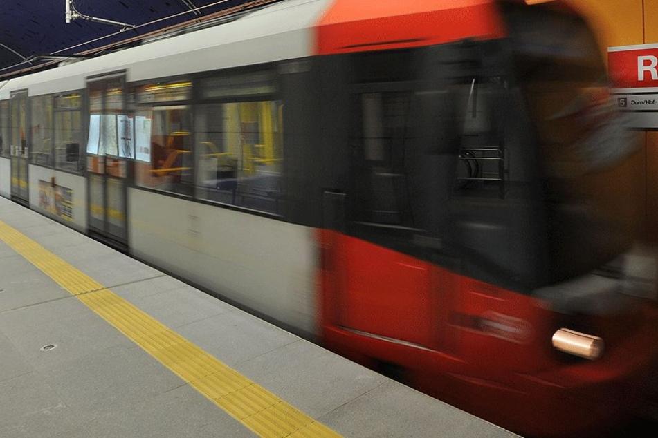 Obdachloser schubst junge Frau vor U-Bahn! So rechtfertigt er sich jetzt
