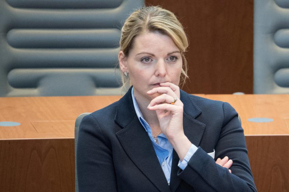 NRW-Ministerin Schulze Föcking tritt zurück