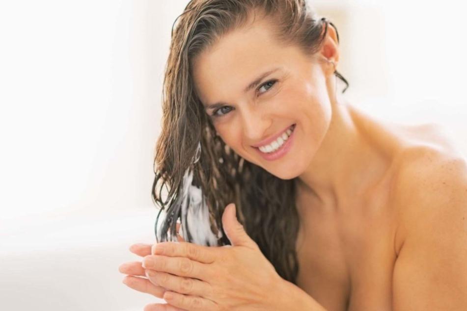 Eure Haarspülung ist auch eine super Haushaltshilfe.