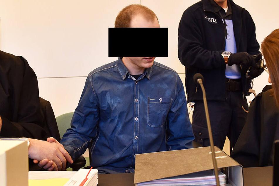 Der Moschee-Bomber Nino K. im Mai 2018 vor dem Dresden Landgericht.