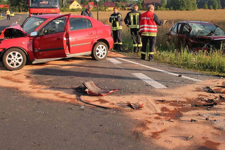 Die Sonne war schuld! Zwei Schwerverletzte bei Crash auf Bundesstraße