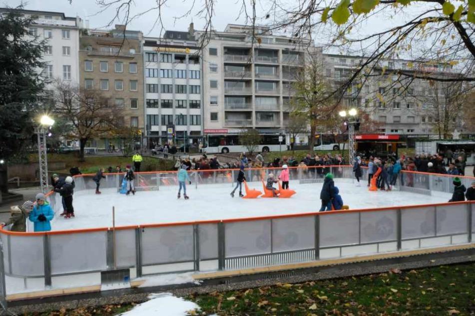 Im Winter 2018/19 belebte eine Eislaufbahn den Ebertplatz.