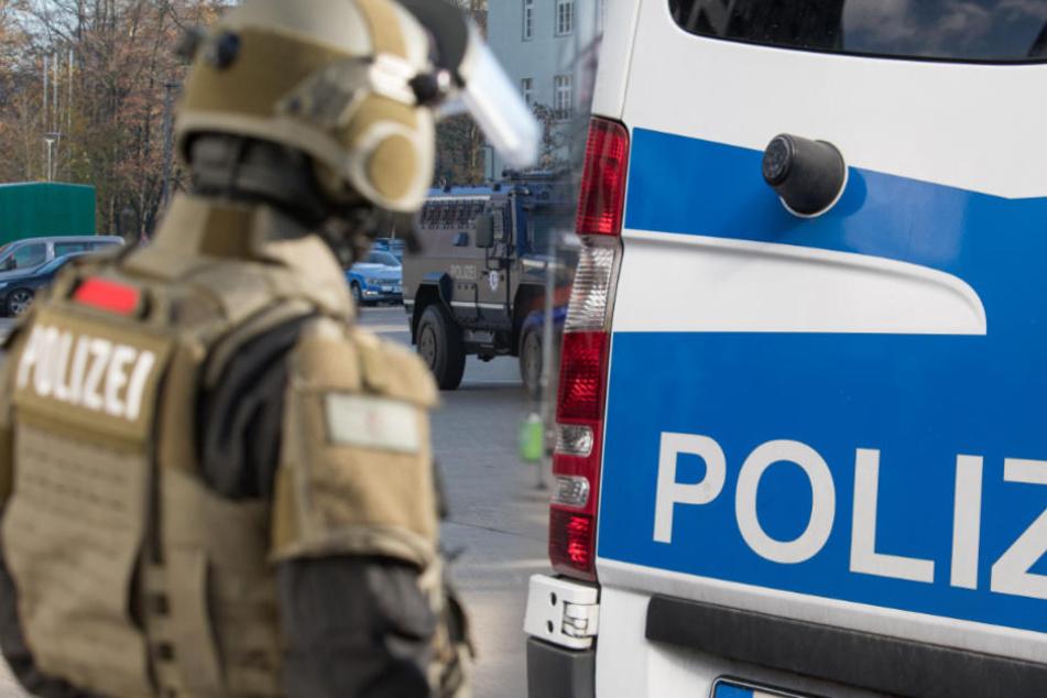 Terror von rechts? Polizei stürmt deutschlandweit Wohnungen