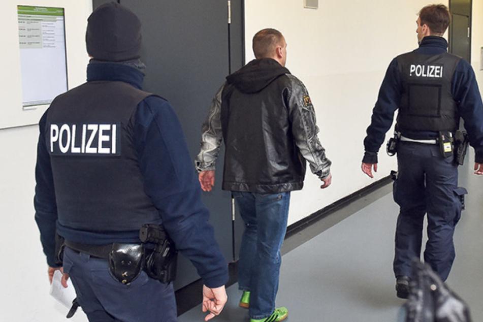 Marcel K. (43) kam in Begleitung der Polizei ins Gericht.