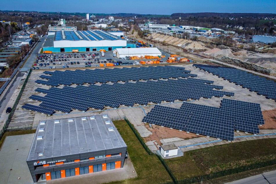 Blick auf die Photovoltaikanlage von Eins Energie am Dammweg in Chemnitz.