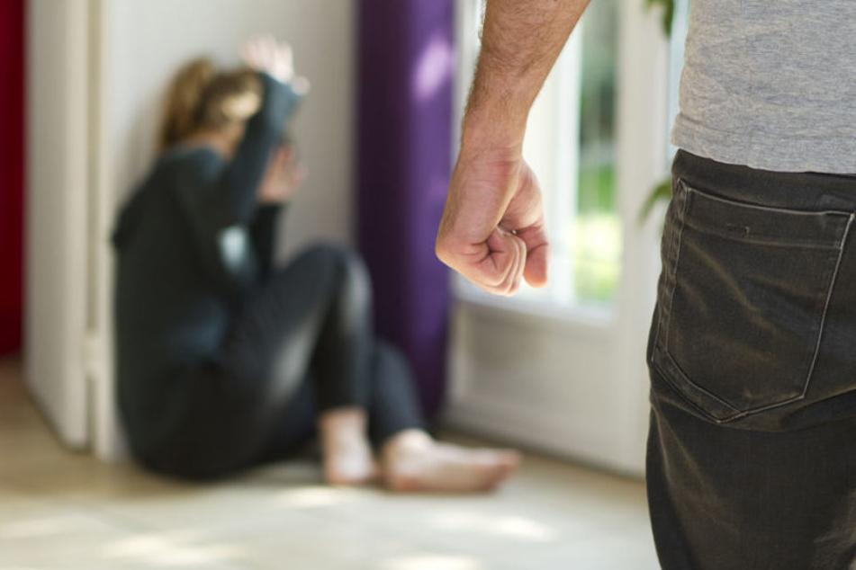 Die Frau musste jahrelang Schläge ihres Mann durchstehen. (Symbolbild).