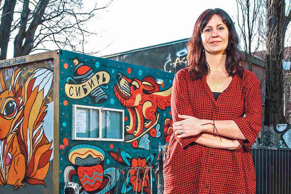 Sie hilft, wo sie kann: Die Neustadt-Kümmerin Manuela Möser (39) vor ihrem Büro-Container auf der Louisenstraße.