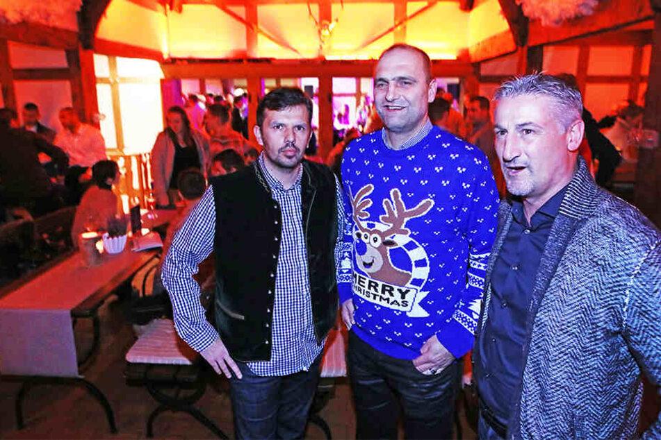 Die Geschäftsführer Samir Arabi (Sport) und Gerrit Meinke (Finanzen) mit Cheftrainer Jürgen Kramny.