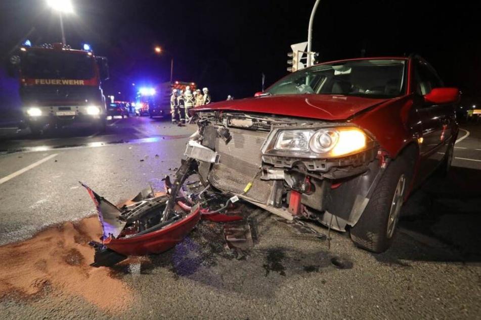 Suff-Fahrt nahe Dresden endet mit Crash: Renault und Mercedes krachen zusammen