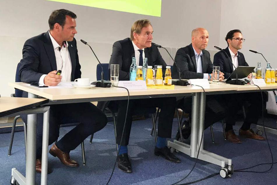 """""""Es ist ein Jahrhundertprojekt"""" betonten Oberbürgermeister Burkhard Jung (61, SPD, 2.v.l.) und Karsten Rogall und Maik Piehler von den Leipziger Stadtwerken."""