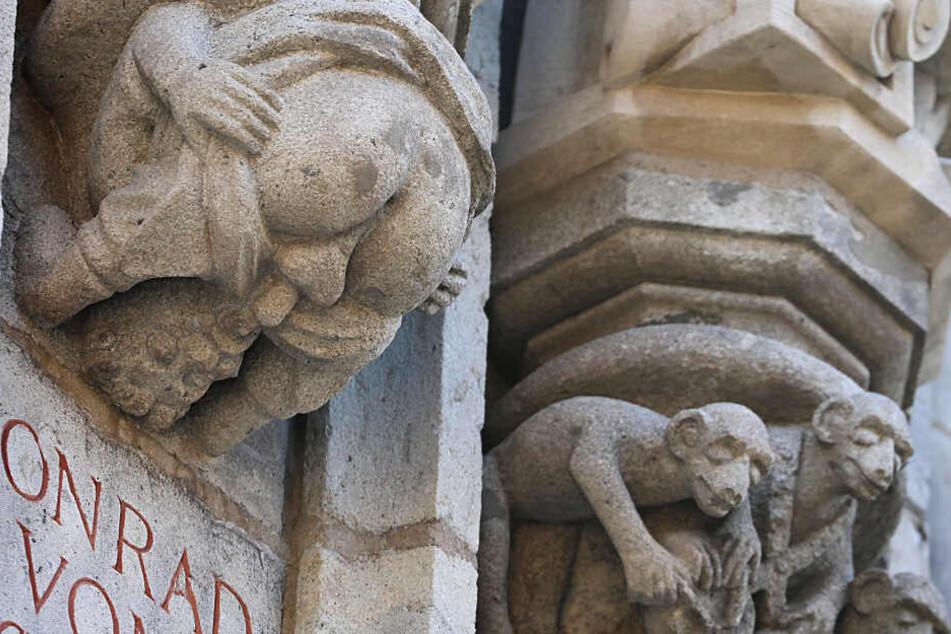 Die Figur befindet sich am Kölner Rathausturm.