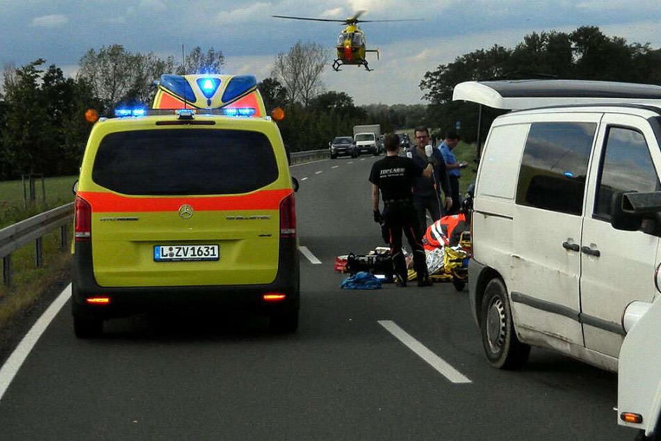 Schwere Motorradunfälle: Biker kracht gegen Pkw