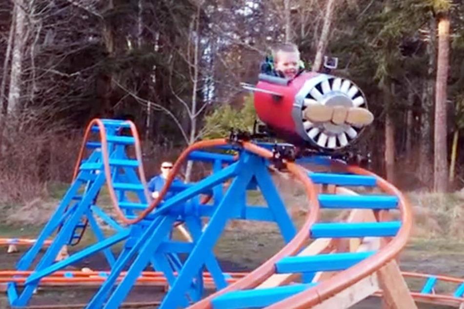 Wahnsinn! Vater baut seinem Sohn eigene Achterbahn im Garten