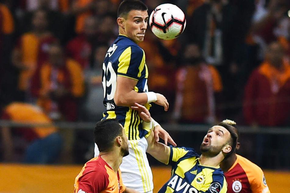 Eljif Elmas (oben) spielte bei Fenerbahce Istanbul und soll deshalb das Interesse des BVB geweckt haben.