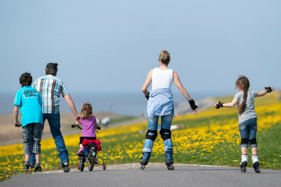 Raus an die frische Luft und bewegen! Das würde vielen Familien im Norden sehr gut tun (Archivbild).