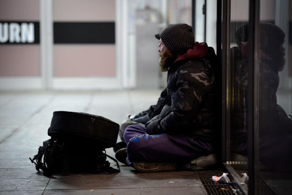 Die Stadt Leipzig stellt Obdachlosen Betten, Verpflegung und Kleidung zur Verfügung.