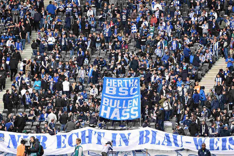 Dieses Plakat bekamen die Gäste aus Leipzig vor dem Spiel gegen Hertha BSC zu sehen.