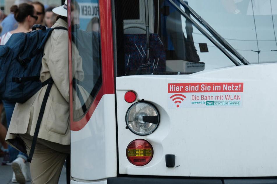 Frau entdeckt Leiche an Straßenbahn-Haltestelle in Erfurt