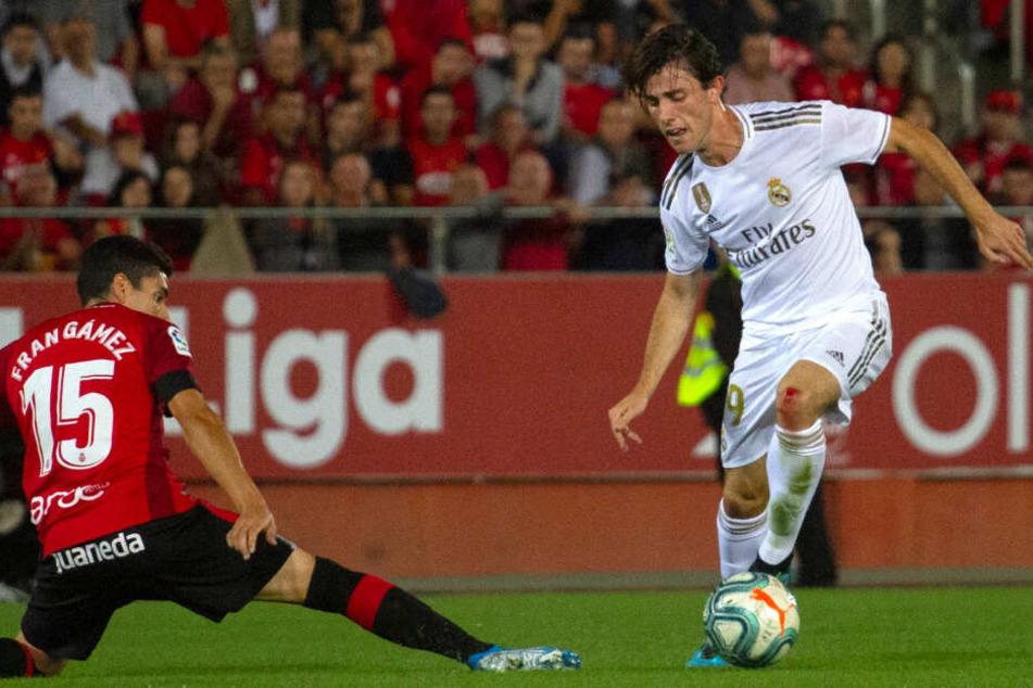 FC Bayern leiht Alvaro Odriozola von Real Madrid aus.