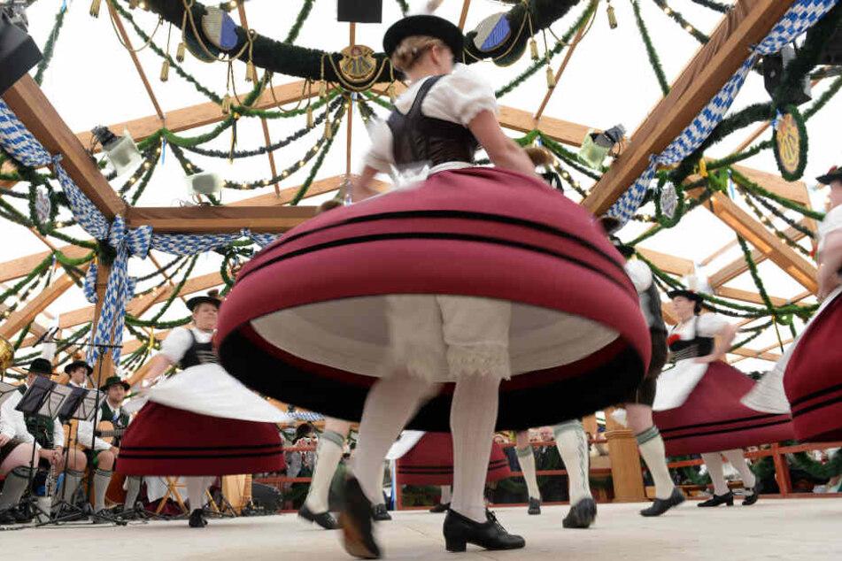 Nicht nur in der bayerischen Tracht liebt viel Tradition, sondern auch in der Sprache. (Symbolbild)