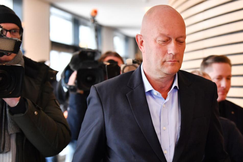 Ministerpräsident Thomas Kemmerich tritt nach Thüringen-Beben zurück