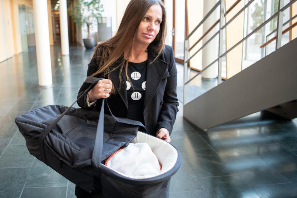 Schon bald muss Rapperin Schwesta Ewa zusammen mit ihrer Tochter in den Mutter-Kind-Knast.