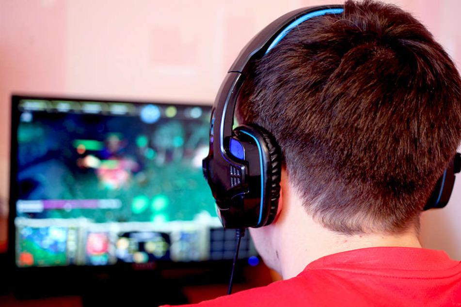 Ein 14-jähriger Schüler soll beim Spielen eines Ego-Shooters gecheatet haben. Jetzt wird er auf 150.000 US-Dollar verklagt.
