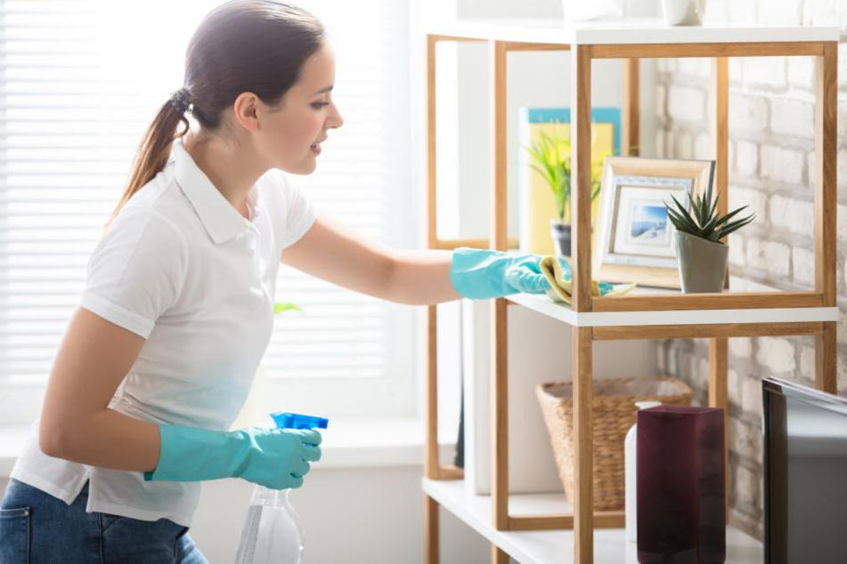 Beim Kistenpacken am besten schon auf die Sauberkeit der Möbel achten!