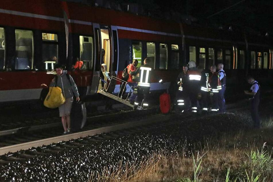 Etwa 80 Passagiere mussten den Regionalexpress verlassen.