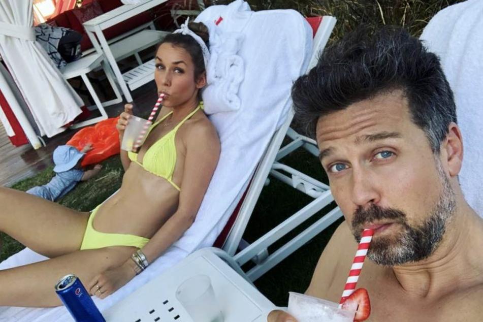 """Wayne Carpendale (41) ist mit seiner Frau Annemarie (41) und Sohn """"Mini C"""" im Urlaub."""