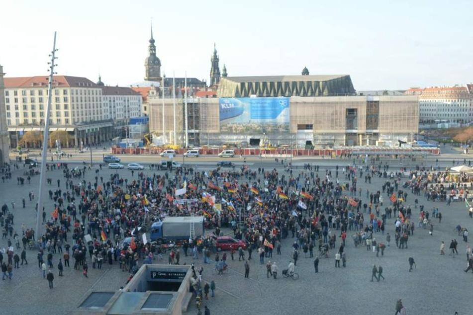 PEGIDA will Jahrestag auf dem Altmarkt feiern, die Stadt lehnt ab.