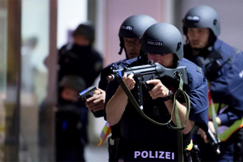 Mehrere Gleise und Teile der Haupthalle werden gesperrt, wenn die Polizei-Übung läuft. (Symbolbild)