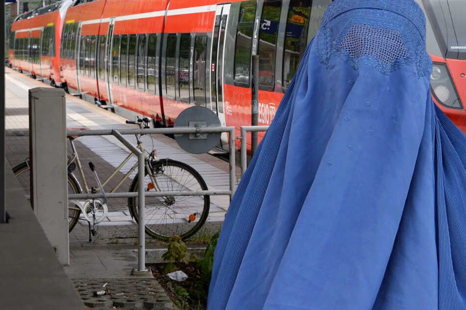 Der 21-Jährige empörte sich darüber, dass ein Mann und eine vollverschleierte Frau auf einem Bahnsteig Sex miteinander hatten (Symbolbild).