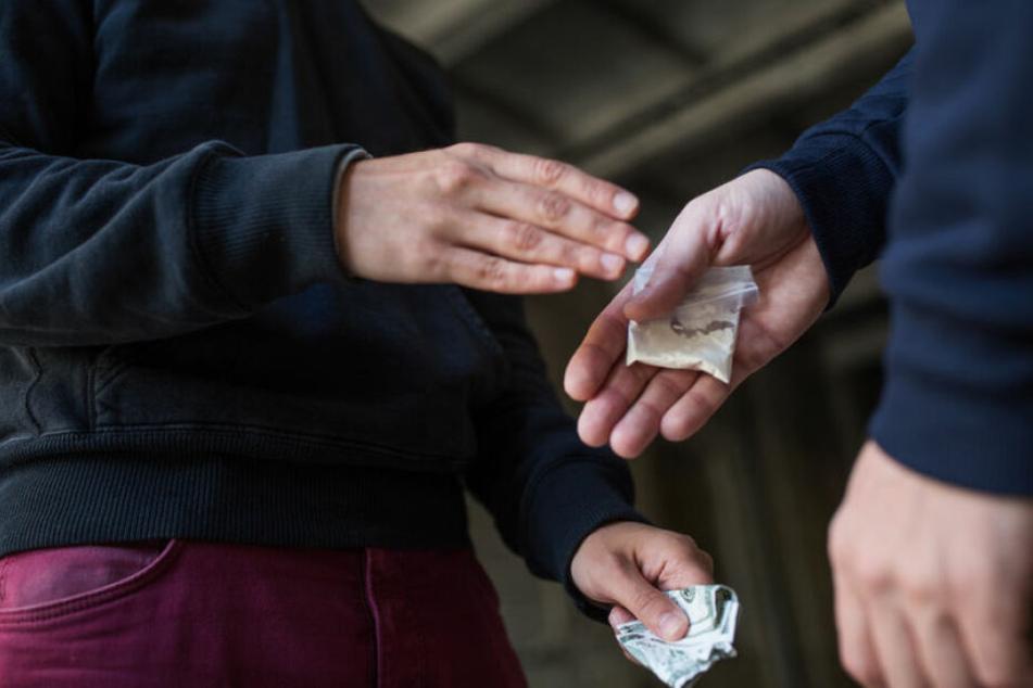 Berlin: Mega Erfolg im Kampf gegen Drogen: Razzia sprengt riesigen Koks-Dealer-Clan