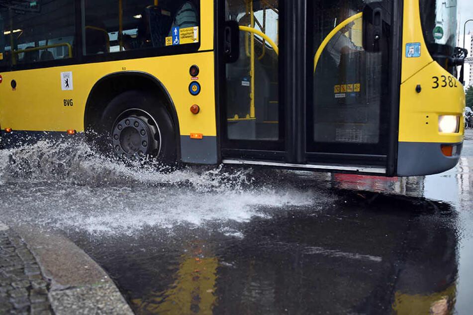 Auf einigen Straßen stand das Wasser bis zu 50 Zentimeter hoch.