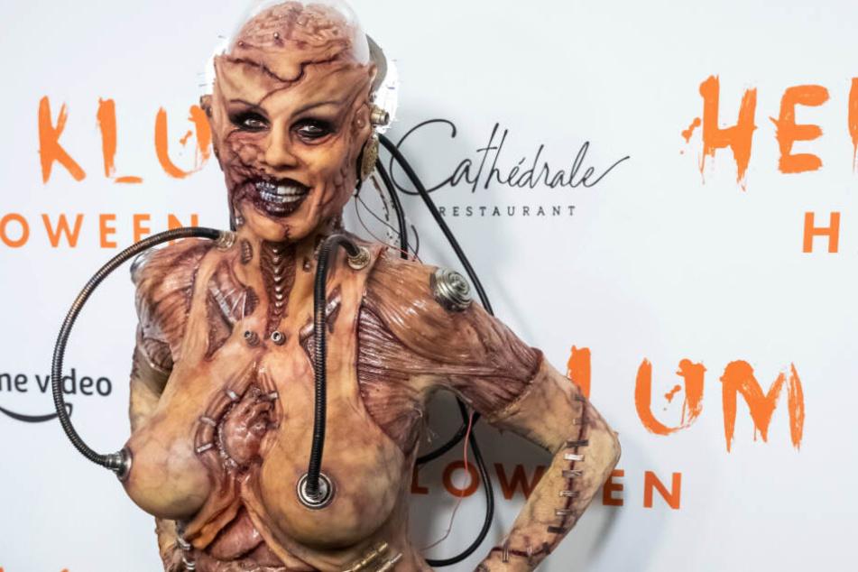 So sieht die fertige Heidi Klum als Zombie aus.