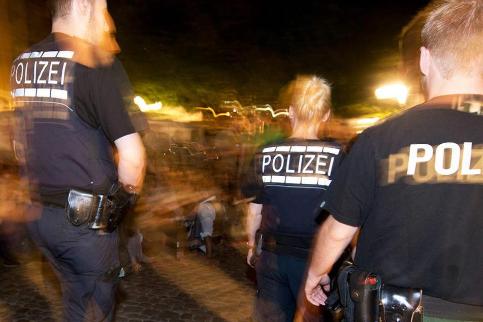 Die Polizei war mit einem Großaufgebot auf dem Hallmarkt.