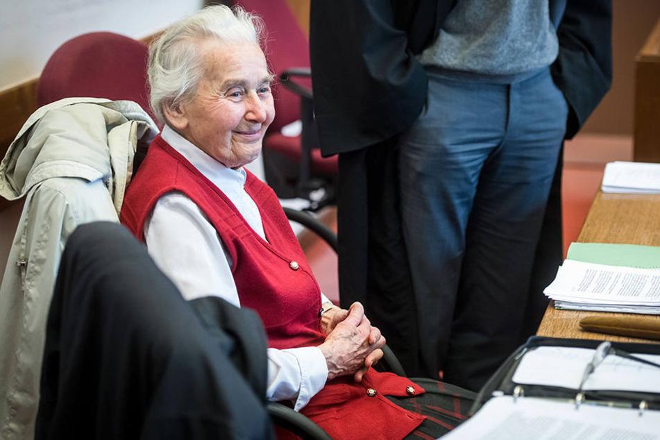 Die notorische Holocaust-Leugnerin Ursula Haverbeck (89) bleibt weiter auf freiem Fuß.