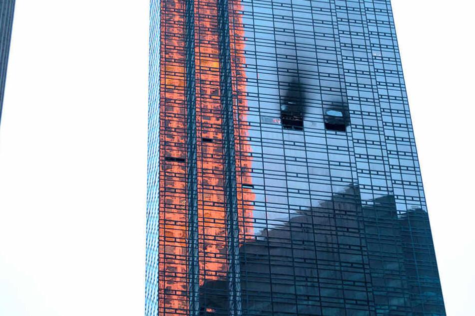 Durch den Brand breitete sich jede Menge Rauch am Trump Tower aus.