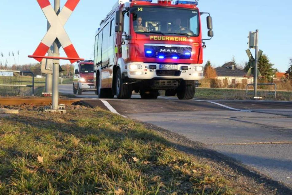 Die Feuerwehr musste am Mittwochnachmittag ausrücken, da sich an diesem mangelhaft sanierten Bahnübergang bei Grimma ein Auto seine Ölwanne aufgerissen hatte.