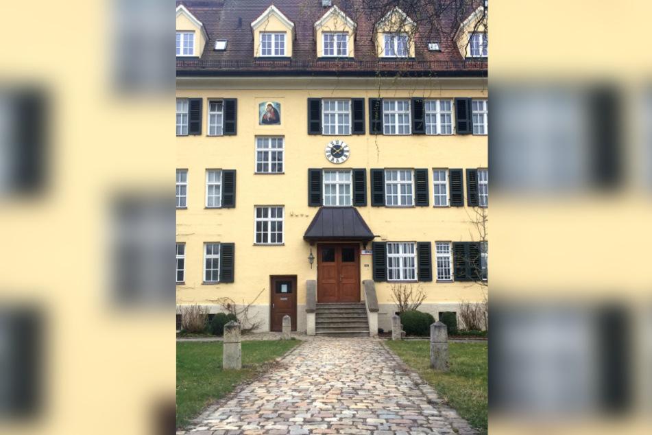 Ein 56 Jahre alter Mann, der selbst wegen schweren Missbrauchs an kleinen Kindern angeklagt ist, hatte vor Gericht angegeben, in seiner Kindheit und Jugend unter anderem im Piusheim von mehreren Männern missbraucht worden zu sein.