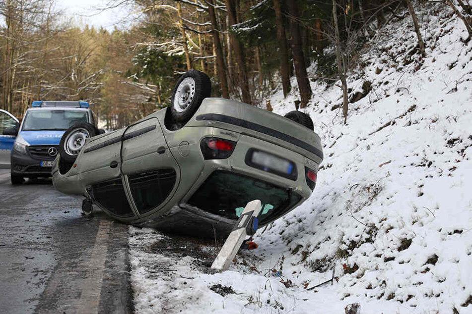 Auf der B173 kam ein älteres Ehepaar mit ihrem Renault ins Schleudern.