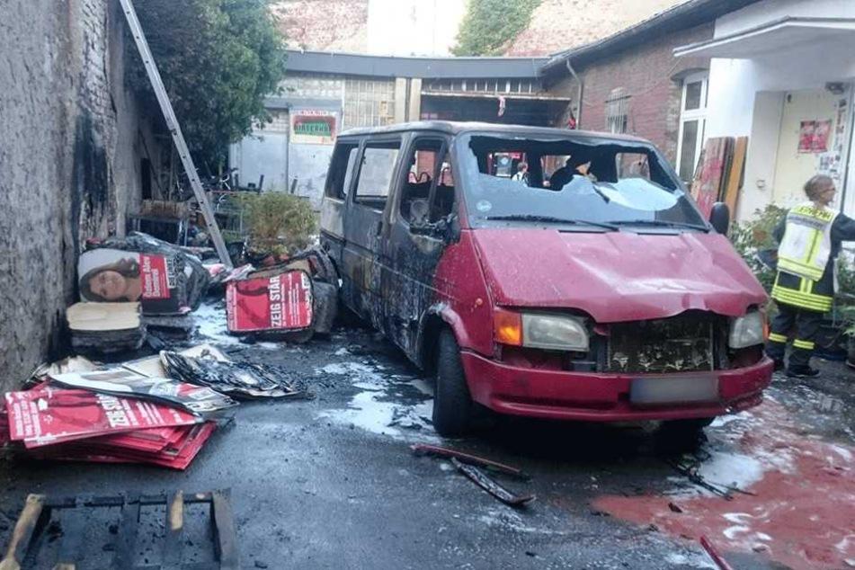 3000 Wahlplakate und ein Transporter der Partei Die Linke wurden Opfer der Flammen.
