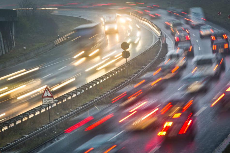 Die Autobahn 661 während der Rushhour. (Symbolbild)